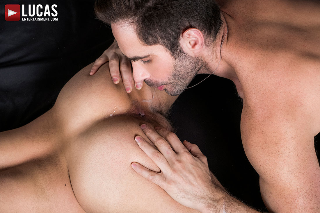 Lucas Leon Services Michael Lucas' Cock - Gay Movies - Lucas Entertainment